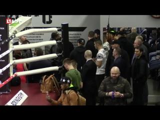 Лучший боксер мира и самый богатый спортсмен планеты Флойд Мейвезер проводит открытую тренировку