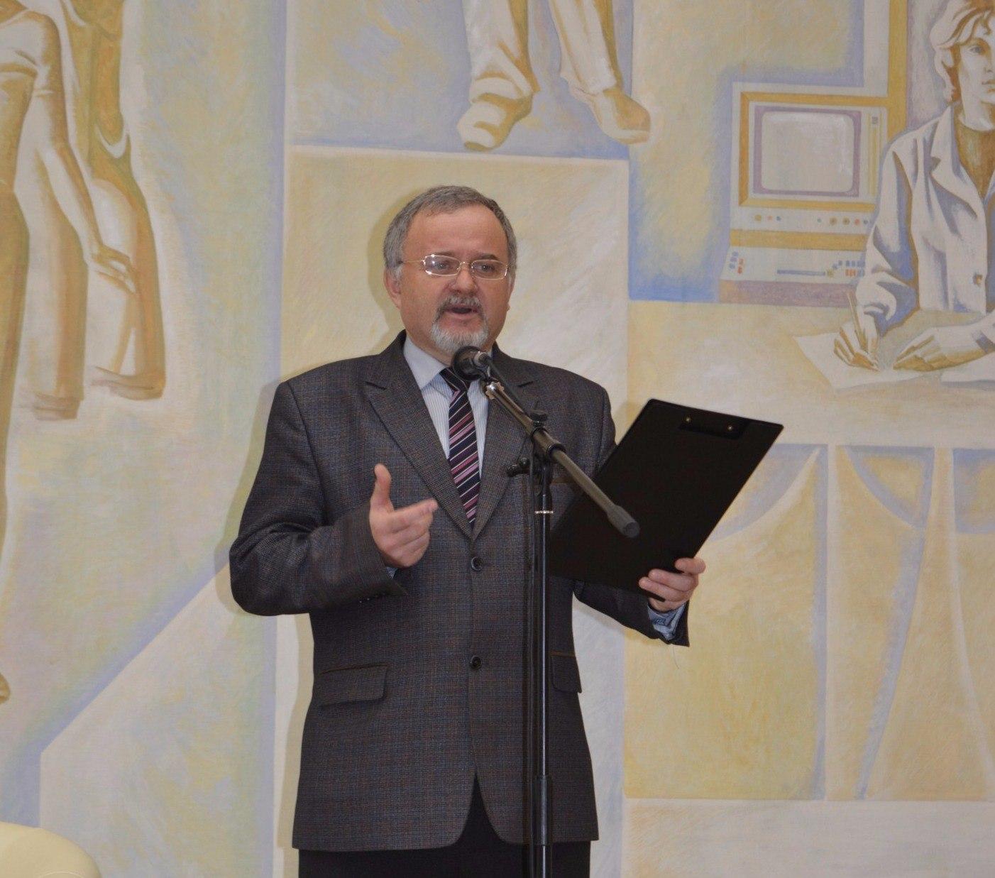 Артамонов с д член союза писателей профессор литературовед