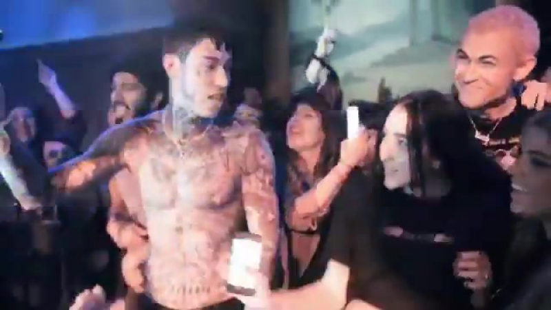 Awww this brother sister moment between @TraceCyrus and @noahcyrus last nite tho... 💕💕💕 (📹 @GrizzleeMartin)