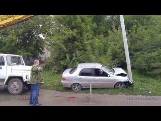 В Туле легковушка протаранила фонарный столб