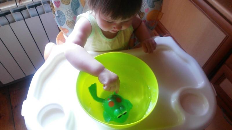 Наши развлечения! Моя дочь обожает плескаться) ну и собственно ее можно занять на некоторое время!