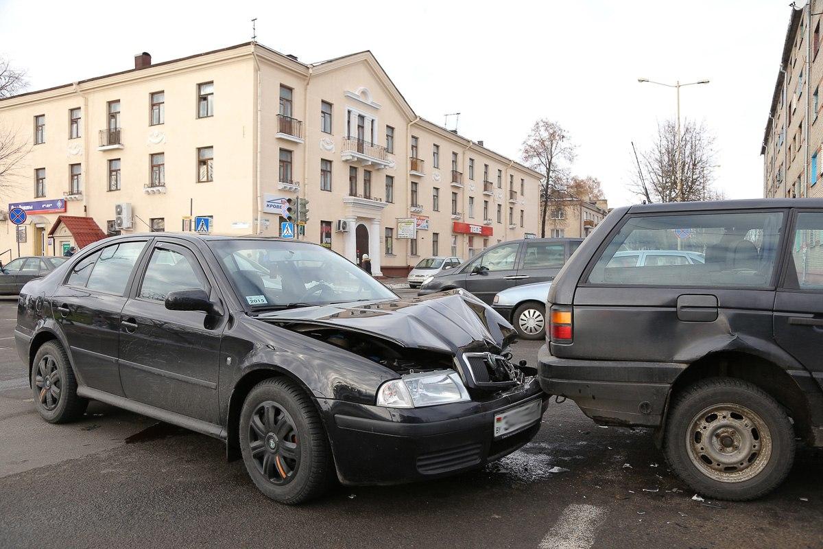 Фотофакт: В Барановичах столкнулись пять автомобилей