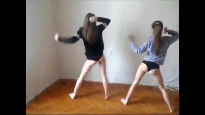 Девочки танцуют тверк