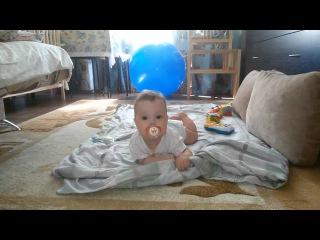 Ребенку 6 месяцев. Дочка учится ползать/ daughter learning to crawl