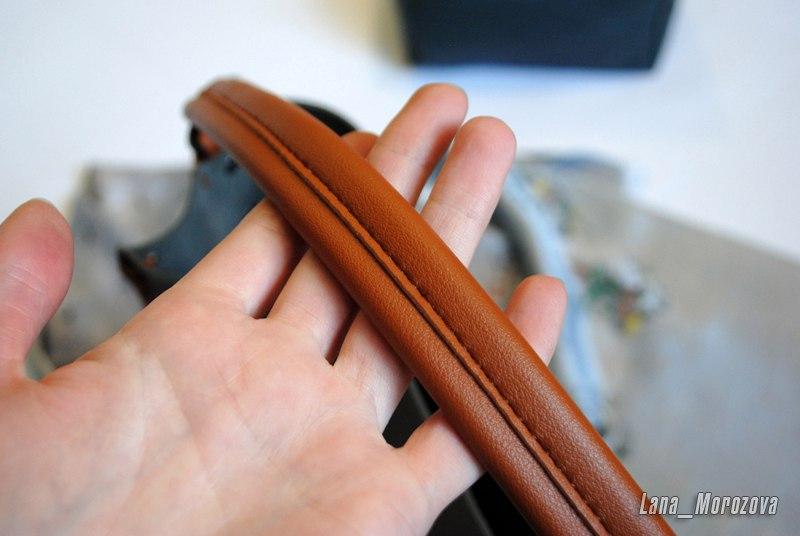 Серая сумка из ПУ кожи с коричневой шнуровкой и кисточкой