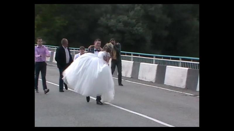Псебайский обычай-жених переносит невесту через мост