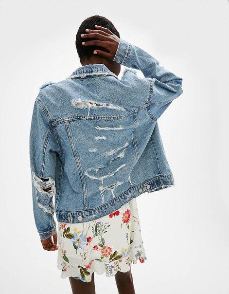 Джинсовая куртка с разрезами