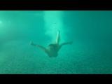 Погружение под воду... Напомнило рекламу баунти и острова... Эх