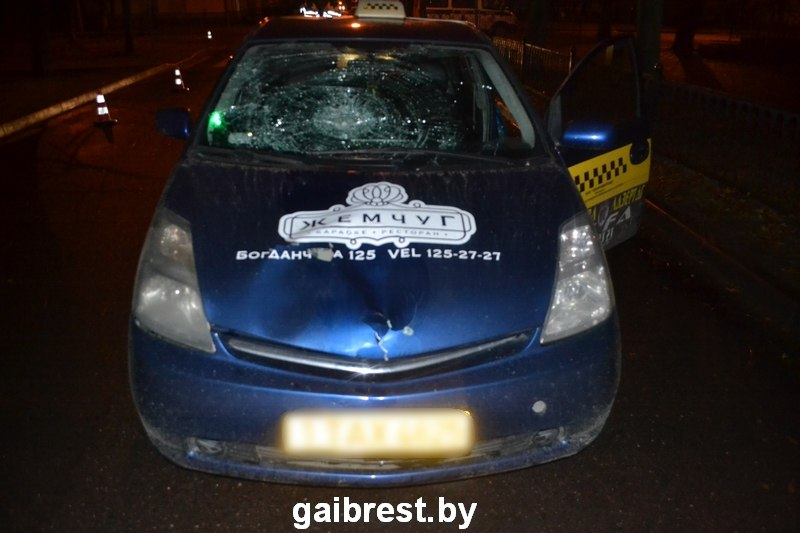 ВБресте автомобиль такси насмерть сбил 28-летнего мужчину