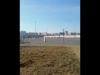 пользуйтесь огромной, удобной и бесплатной парковкой на ул. Трошева,.
