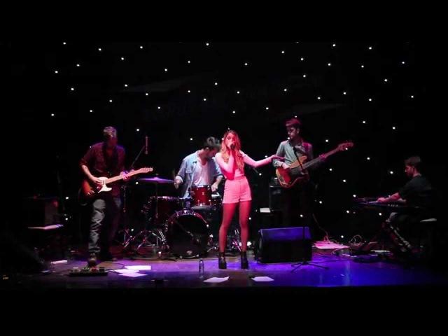 Olivia Viggiano - Hojas en el Viento feat. FDG (En vivo)