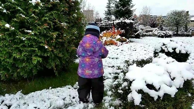 Первый, осознанный снег для Вовика...