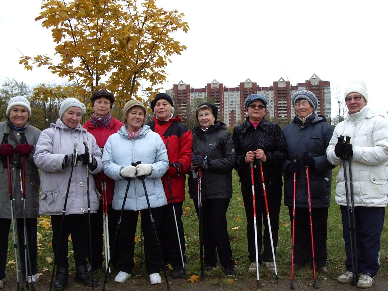 Яблоневый сад 16 октября 2016 года. Группа Скандинавской ходьбы «Возрождение»