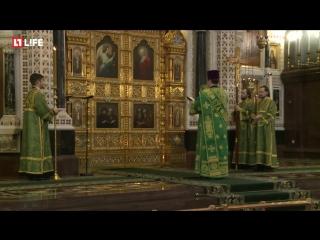 Патриарх возгавляет службу в Храме Христа Спасителя