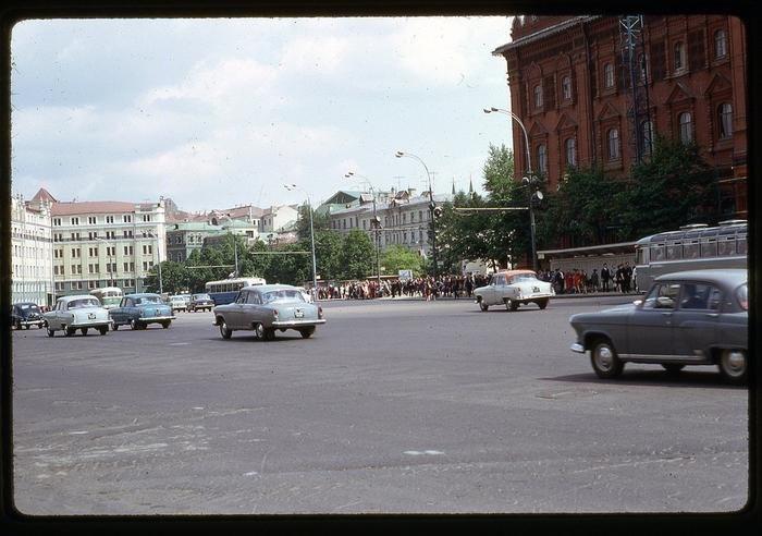 DiN2ly07Yaw - СССР 60-х годов прошлого века глазами интуриста