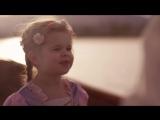3-летняя девочка и ее папа очень мило поют
