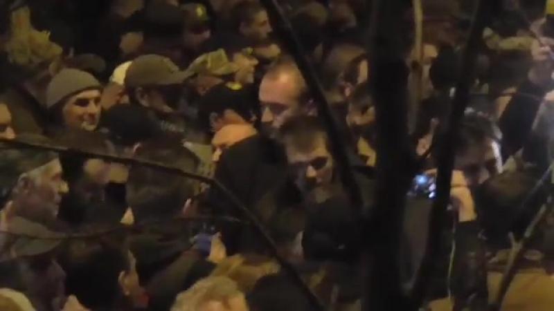 Киев.17 октября,2017.Ночь.Потасовки перед Верховной Радой.