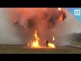 Рыжеволосую красотку взрывают на минном поле