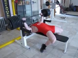 Дмитрий Касатов жмет 270 кг без экипировки