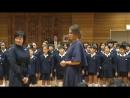 !Hermoso! Estudiantes de la Escuela Primaria cantan a Melania Trump en Tokyo,