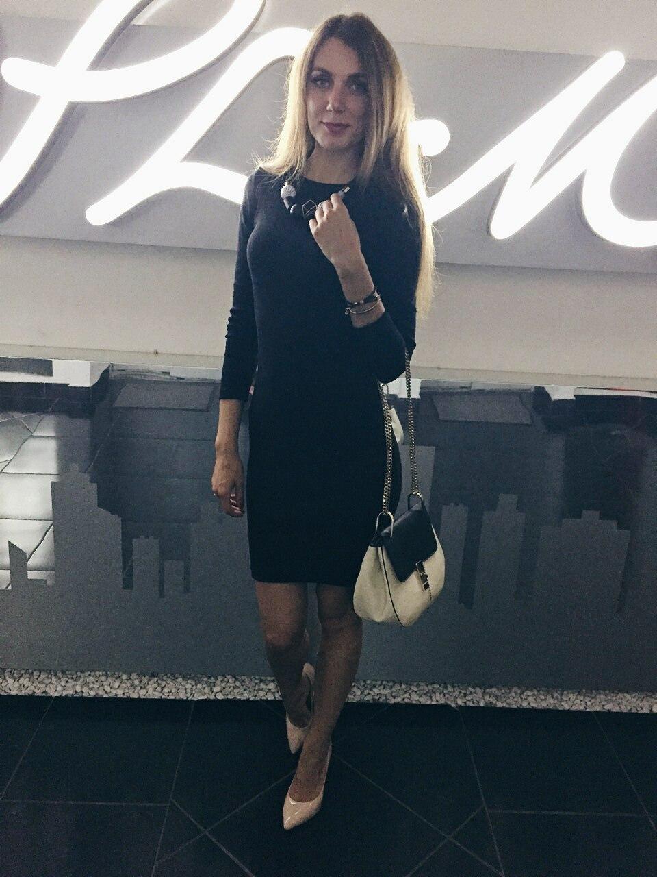 Базовое черное платье с изюминкой