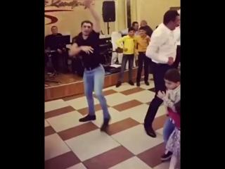 Позитивный танцор