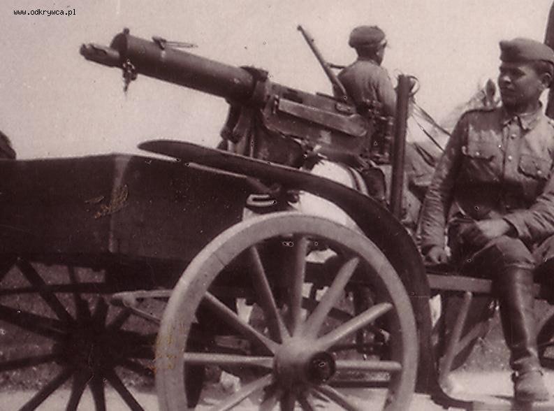 """Польские солдаты на пулеметной повозке """"Taczanka wz.28""""."""