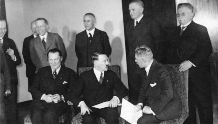 5 марта 1933 года.Оглашение результатов выборов в Рейхстаг.
