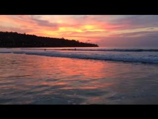 Закат на Бали на пляже Jimbaran