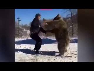 Человек против Медведя. Кто сильнее? Во Владикавказе борец победил медведя боле ...