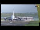 Посадка самолёта А380 в аэропорту города Дюссельдорфа, Германия.