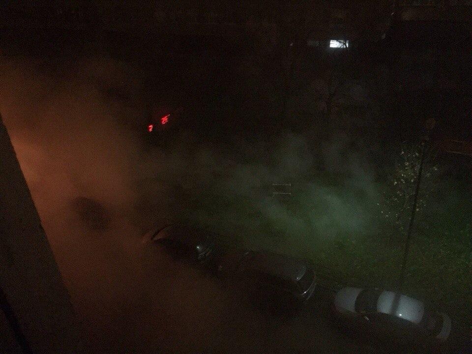 НаНародной улице прорвало трубу скипятком