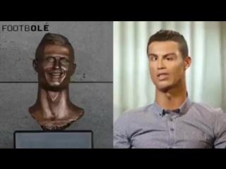 Если бы  Роналду действительно выглядел как  его статуя... 😂