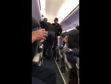 В США пассажира силой вывели из самолёта из-за нехватки мест на рейсе