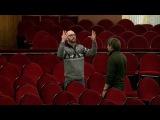 Британский режиссер иактер Леон Кейн приехал вПермь преподавать английский язык ирешил остаться
