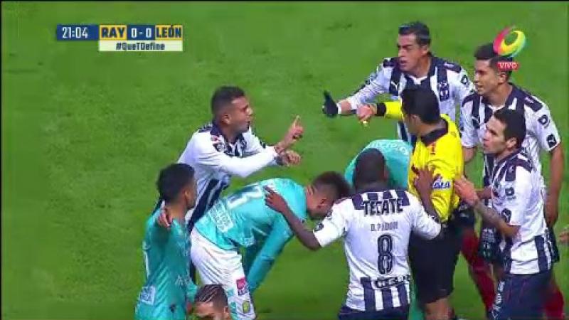 Монтеррей - Леон   Кардона Э. удаление   Monterrey vs León   Club: Monterrey   Roja de Edwin Andrés Cardona Bedoya al minuto 21