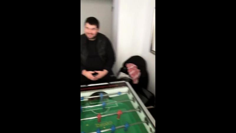 Белорусы играют в настольный футбол