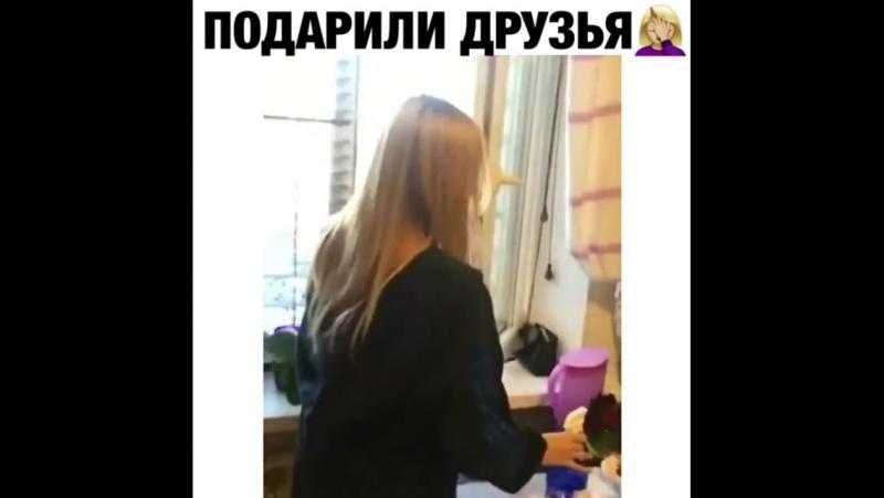 Осторожно блондинка с ракетой :)