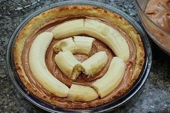 Вкуснейший торт с бананами и шоколадным муссом! Ингредиенты: Масло