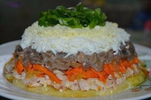 Топ-5 вкуснейших салатов 1. Салат с семгой Ингредиенты: ● соленая