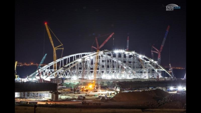 Арка Крымского моста устанавливается в Керченском проливе