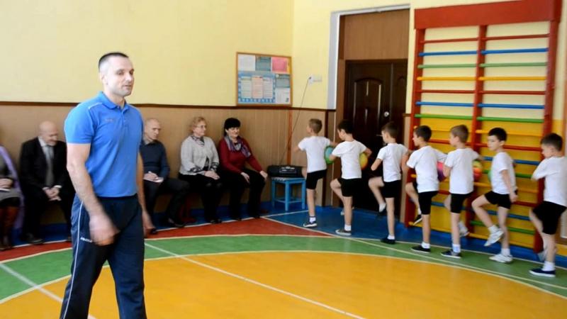 Урок фізкультури в 2 Б класі Школа м'яча Учитель Булах О С