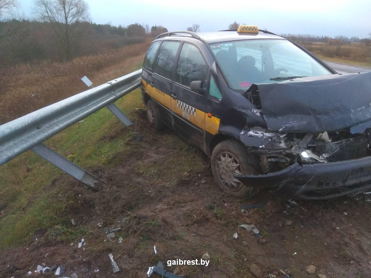Пинский район: ремень безопасности спас водителя такси от серьезных травм