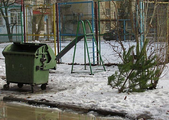 Киевляне, не выбрасывайте елочки после праздников! Они мерзнут там на улице и очень грустят. Лучше отдайте их ...