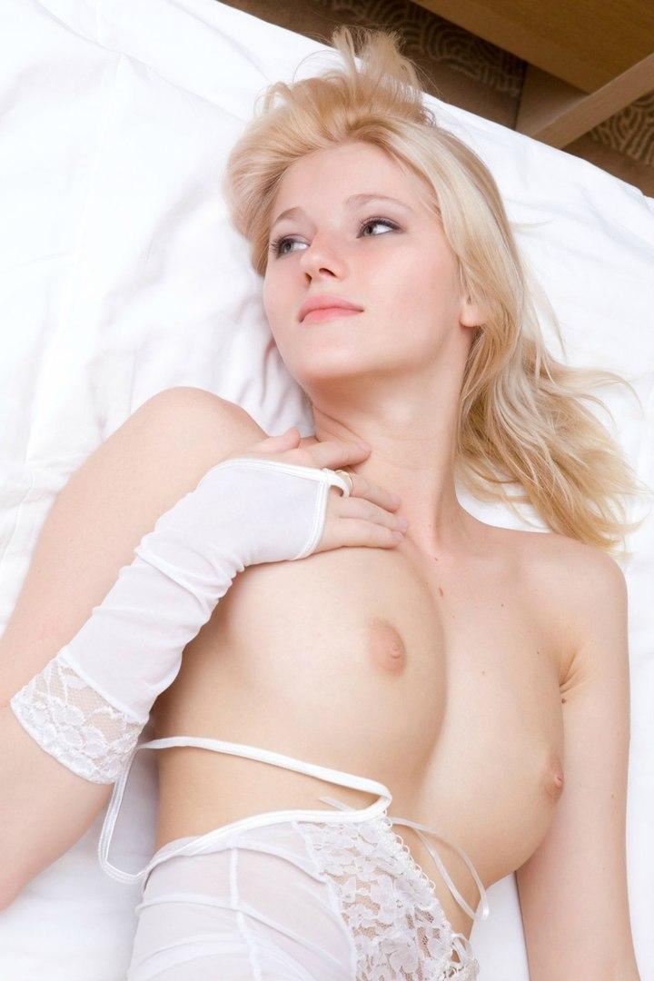 Masterbating shaved busty blonde videos