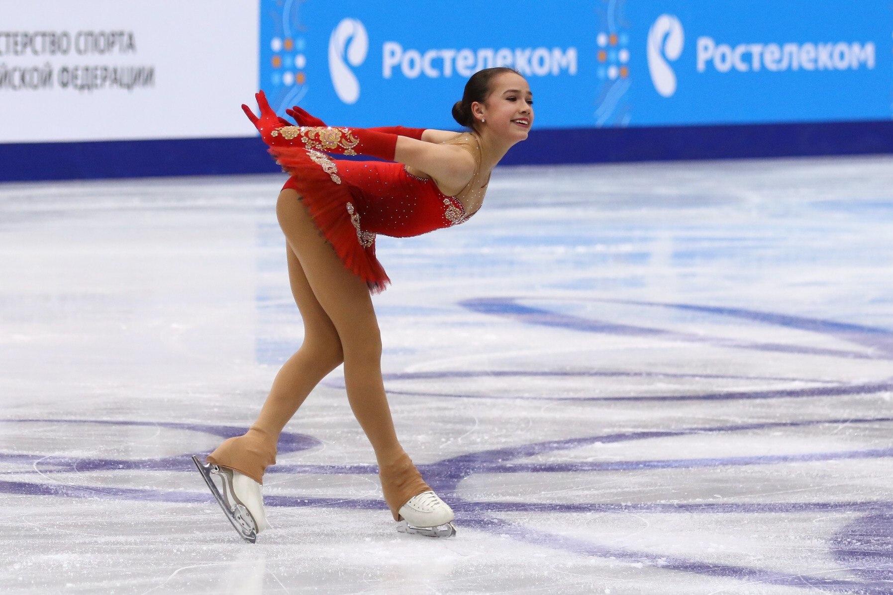 Дебют Алины Загитовой принес ей серебро на чемпионате (26.12.2016)