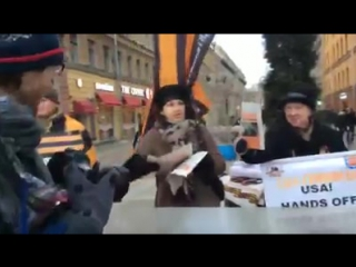 Активист НОД ударил корреспондента