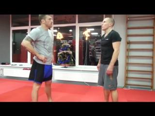 Урок растяжки для бойца — зачем шпагат для ударов ногами Андрей Басынин о растяжке в единоборствах