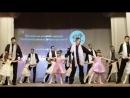 наши девочки танцуют с папами