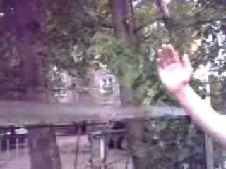 Парень ломает железный забор рукой